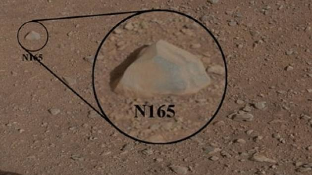 Snímek horniny, kterou Curiosity testovalo laserem