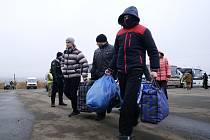Zajatci z řad proruských separatistů při výměně vězňů