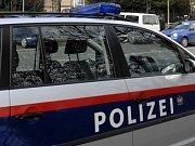 Policisté dopadli na Ládví agresivního násilníka. Hledají i další ženy, které mladík v minulosti napadl nebo obtěžoval.