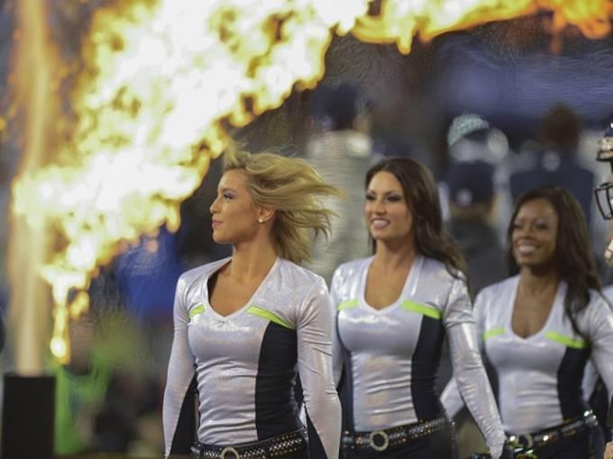 Na Super Bowlu nechyběly ani krásné roztleskávačky.