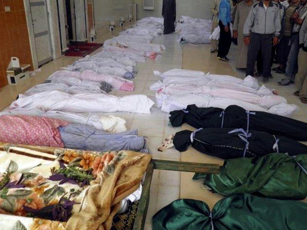 Za smrt nejméně 108 lidí ve městě Húlá mohou podle syrské vlády povstalci. Ti naopak obviňují armádu.