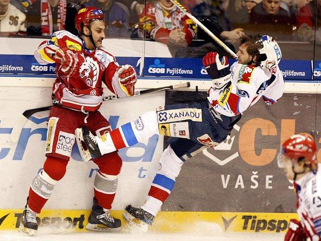 Hokejisté Pardubic ve čtvrtfinále play off proti Třinci.