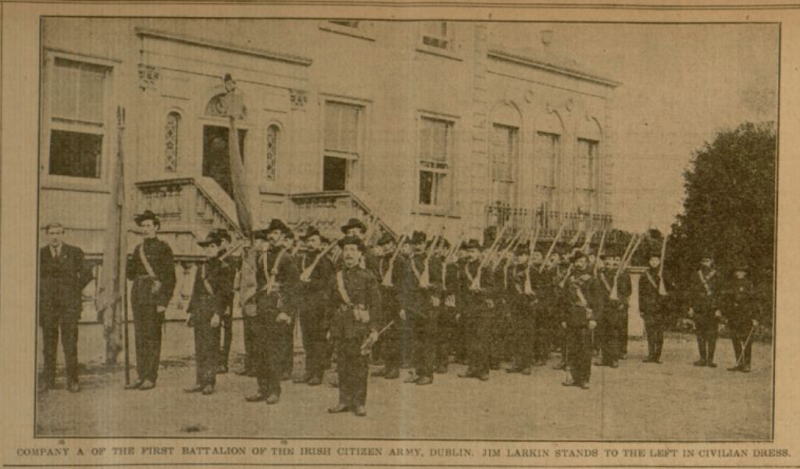 Příslušníci dobrovolnické Irské občanské armády v ulicích