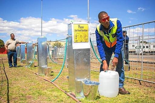 Kapskému městu dochází voda. Zemi sužují nebývalá sucha.