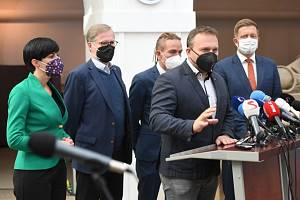 Zleva Markéta Pekarová Adamová, Petr Fiala, Ivan Bartoš, Marian Jurečka a Vít Rakušan.