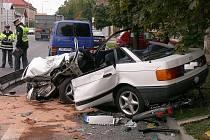 Tragická dopravní nehoda se stala v pondělí 4. října 2010 v Luštěnicích na Mladoboleslavsku. Při střetu osobního auta, kamionu a cyklistky na místě zemřel řidič osobního vozu. Cyklistka utrpěla středně těžké zranění a byla hospitalizována v nemocnici.