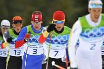Lukáš Bauer (druhý zleva) na olympijských hrách ve Vancouveru v závodu na 50 km klasicky.