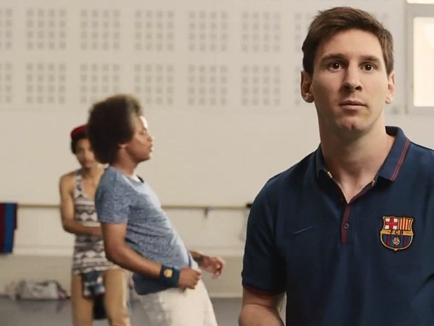 V reklamě na katarké aerolinky si zahrál i hvězdný Messi.