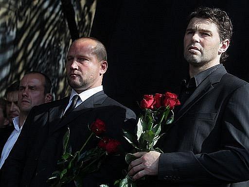 Martin Straka, Jiří Šlégr a Jaromír Jágr při pietním aktu na Staroměstském náměstí