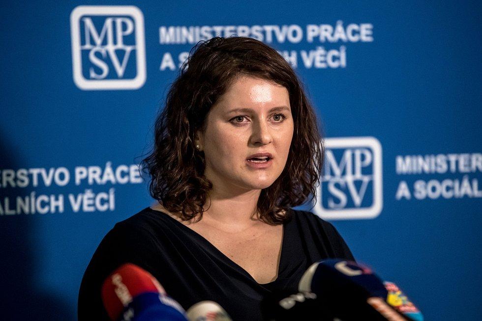 Premiér Andrej Babiš uvedl do úřadu novou ministryně práce Jana Maláčovou 30. července v Praze.