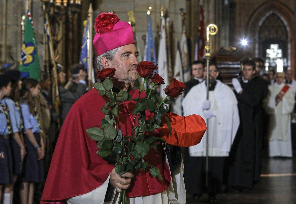 Převezení ostatků kardinála Josefa Berana do Chrámu svatého Víta.