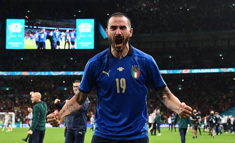 Leonardo Bonucci slaví postup Itálie do finále mistrovství Evropy.
