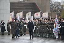Pietní akt ke 100 letům republiky u Národního památníku na Vítkově v Praze. Ministr obrany Lubomír Metnar.