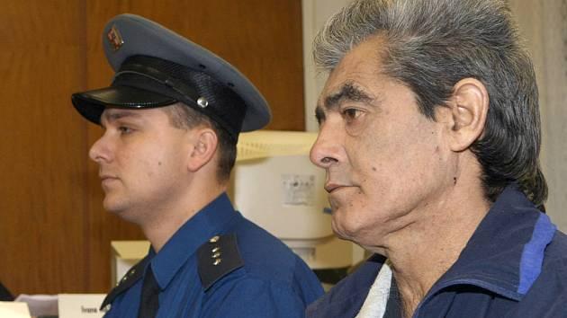 Před ústeckým krajským soudem stanul pro trestný čin vraždy dvaapadesátiletý Ladislav Raiminius z Mostu.