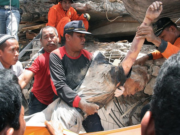 Indonésii zasáhla další vlna otřesů