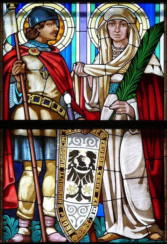 Svatá Ludmila a její vnuk Svatý Václav v kostele svatého Cyrila a Metoděje v Olomouci. Idealizované zobrazení, neboť v době Ludmiliny smrti bylo Václavovi asi 14 let