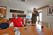 starosta Polné na Šumavě Dušan  Hanzlík (vlevo) a podplukovník Marián Varga, přednosta újezdního úřadu