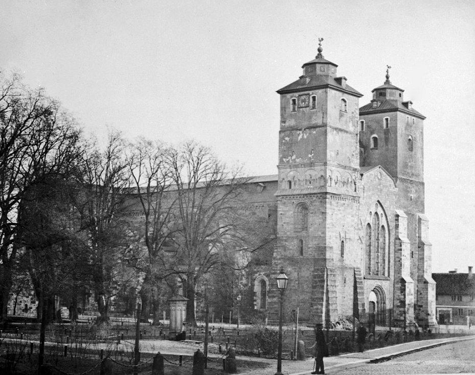 Katedrála ve městě Lund v jižním Švédsku v roce 1877. Město je již od středověku křesťanským centrem pro celou severní Evropu