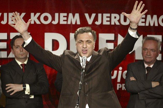 Podle předběžných čísel prezident Filip Vujanović svůj mandát v neděli obhájil.