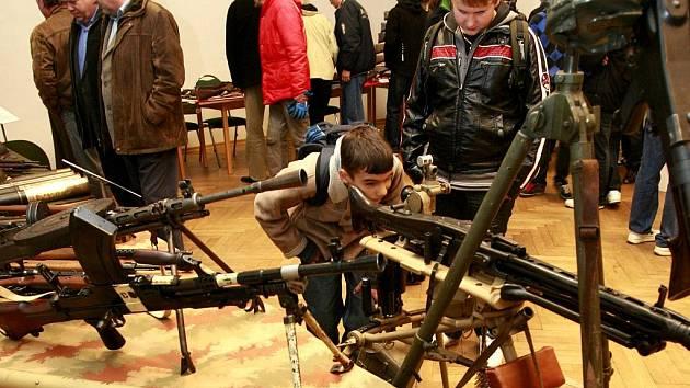 Sběratelská výstava militárií k 5. výročí založení Klubu historických zbraní České Budějovice se konala v pátek 11. listopadu 2011 v Jihočeském muzeu.
