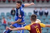 FK Dukla Praha - SK Sigma Olomouc. Aidin Mahmutovič ze Sigmy (vlevo) a Aldin Čajič z Dukly.