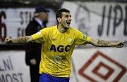 Admir Ljevakovič z Teplic se raduje z gólu.