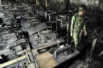 Shořelá textilka v Bangladéši