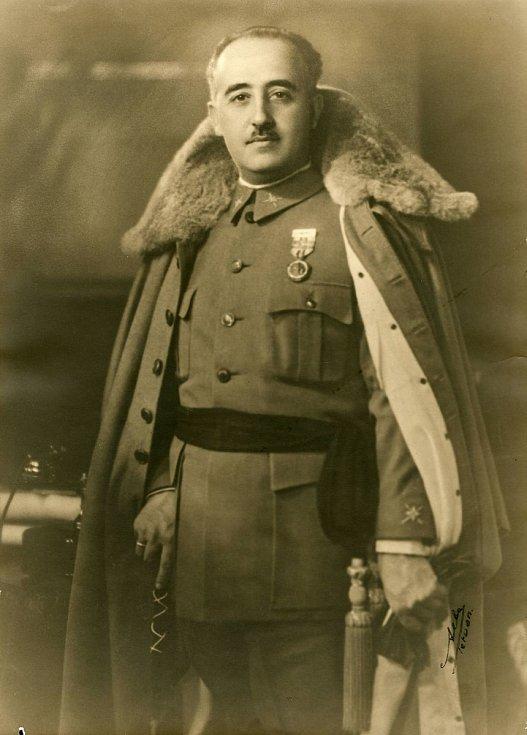 Budoucí diktátor v roce 1930