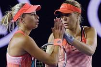 Andrea Hlaváčková a Lucie Hradecká během finále v Melbourne