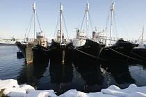 Islandské velrybářské lodě zakotvené v Reykjavíku.