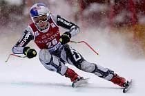 Česká lyžařka Ester Ledecká na trati sjezdu v závodě Světového poháru v kanadském Lake Louis.