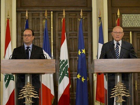Francouzský prezident François Hollande v Bejrútu slíbil Libanonu vojenskou pomoc a také 100 milionů eur.