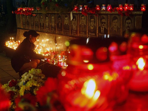 Ukrajinci uctili památku obětí výbuchu jaderné elektrárny v Černobylu. Od události uběhlo 23 let.