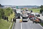 Srážka vozů s autobusem na D1