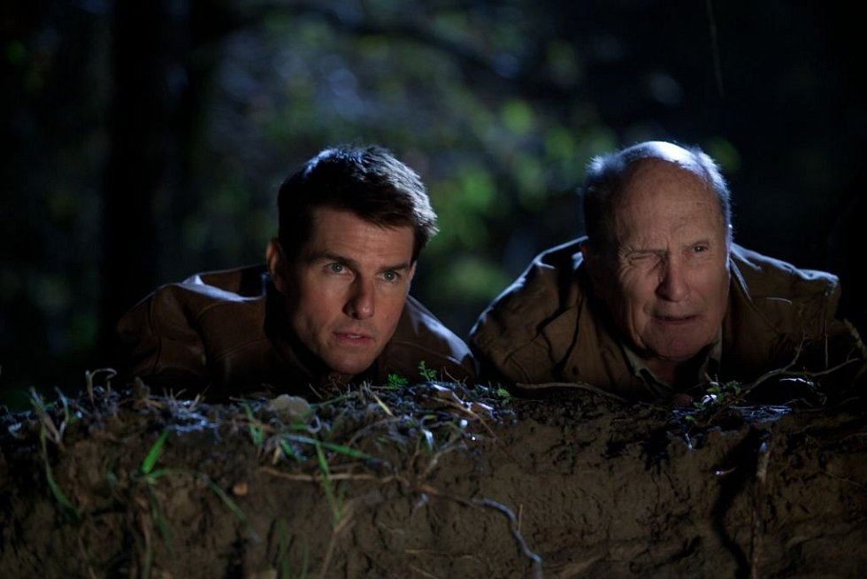 Jack Reacher: Poslední výstřel. Po boku Toma Cruise se ve filmu objevují Rosamund Pike, Robert Duvall, Richard Jenkins a Werner Herzog.