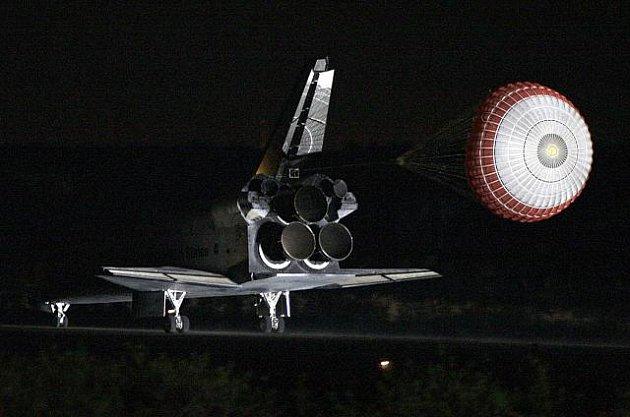 Raketoplán Endeavour se vrací na floridskou základnu