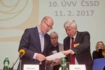 Premiér a předseda ČSSD Bohuslav Sobotka (vlevo), místopředseda ČSSD Martin Starec.
