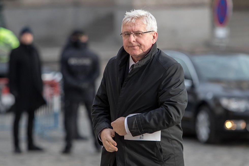 Hosté přicházeli 3. února k pražskému Rudolfinu na pietní shromáždění k uctění památky zesnulého předsedy Senátu Jaroslava Kubery. Jiří Rusnok