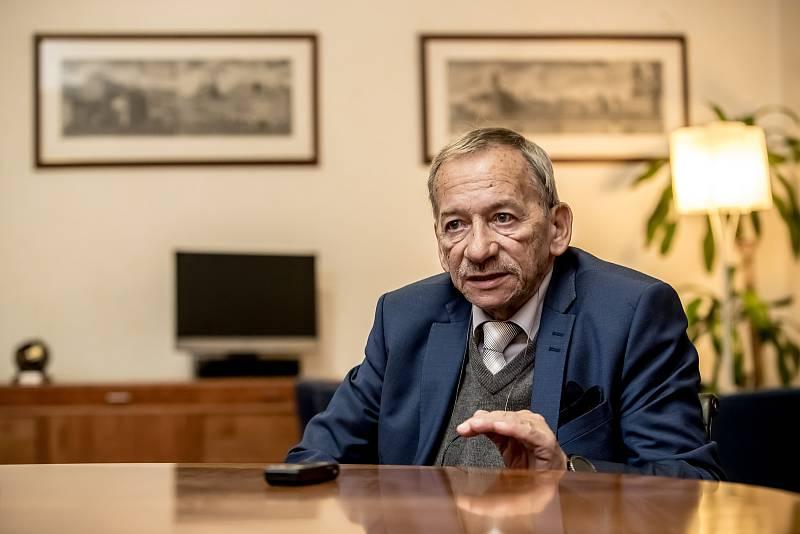 Předseda Senátu Jaroslav Kubera poskytl 21. listopadu v Praze rozhovor Deníku.