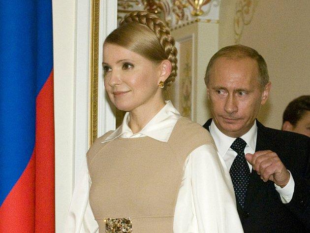 Premiéři Ruska a Ukrajiny Vladimir Putin a Julija Tymošenková na čtvrtečním setkání v Moskvě.