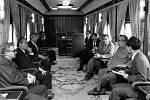 Záběr z vlaku, kterým 4. června 1984 cestovala z Děčína do Prahy korejská stranická a státní delegace, vedená Kim Ir-senem.