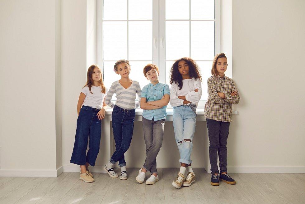 Děti jiné barvy pleti se často setkávají srozporuplnými pocity ohledně svého původu.
