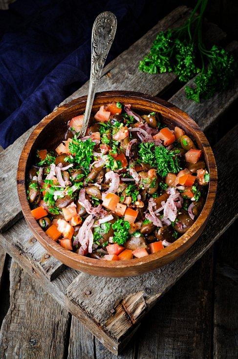 Salát z fermentované zeleniny a obilovin