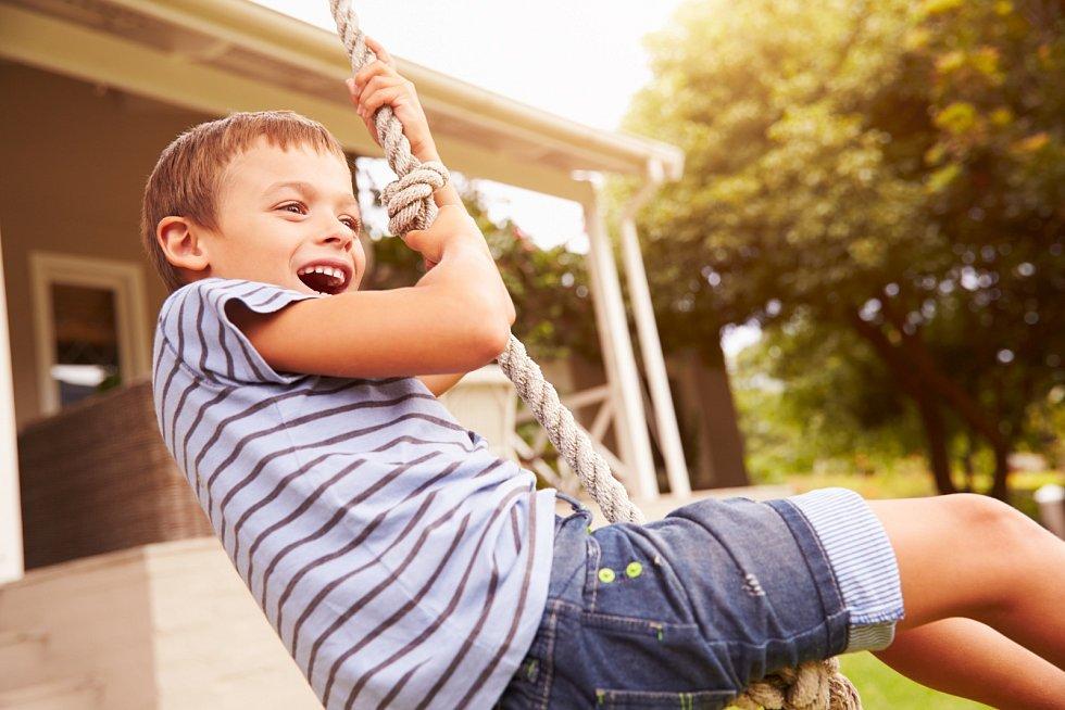 Základní potřebou dítěte je dostat od rodičů pocit bezpečí, ocenění, lásky a důvěry v jeho schopnosti.