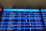Sníh zkomplikoval dopravu i na pražském letišti. Některé spoje byly zpožděny, případně zrušeny.
