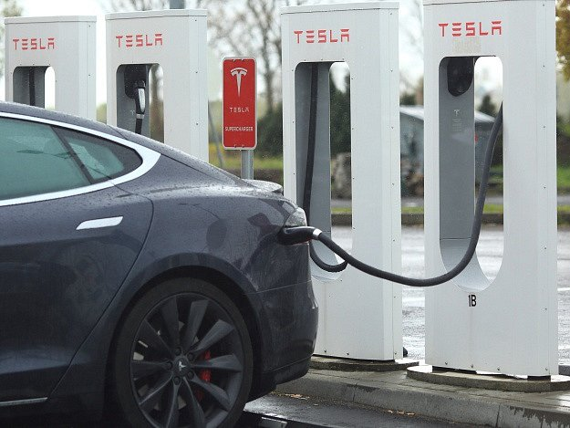 Tesla elektromobil