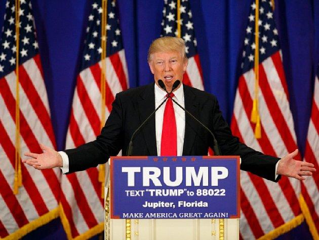 Republikánský favorit na nominaci na prezidenta Spojených států Donald Trump s náskokem 15 procentních bodů zvítězil ve stranickém volebním shromáždění na Havaji.