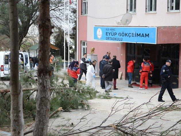 Pohotovost dnes vyhlásily úřady ve městě Kilis, kam podle tamního starosty Hasana Kary dopadly do areálu školy granáty vystřelené ze Sýrie.
