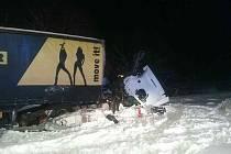 Vlak na přejezdu u Čadce smetl český kamion