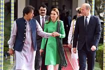 Královský pár při setkání s ministrem Imranem Khanem